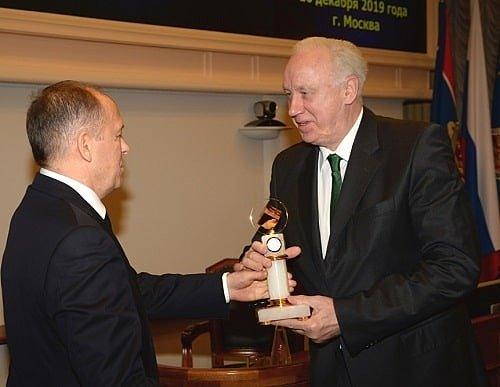 Александр Бортников наградил Александра Бастрыкина ценным подарком