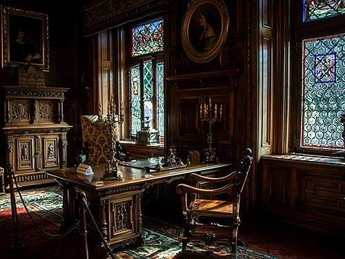 Готический интерьер кабинета