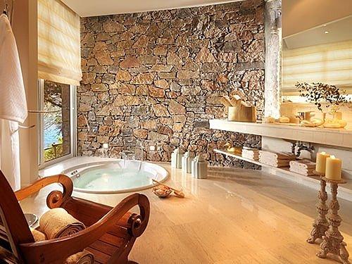 Греческий интерьер ванной